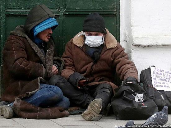 Хабаровским бомжам стали раздавать медицинские маски