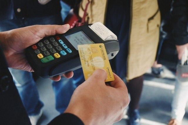 Пассажирам общественного транспорта Хабаровска дали скидку 5р. при оплате картой «МИР»