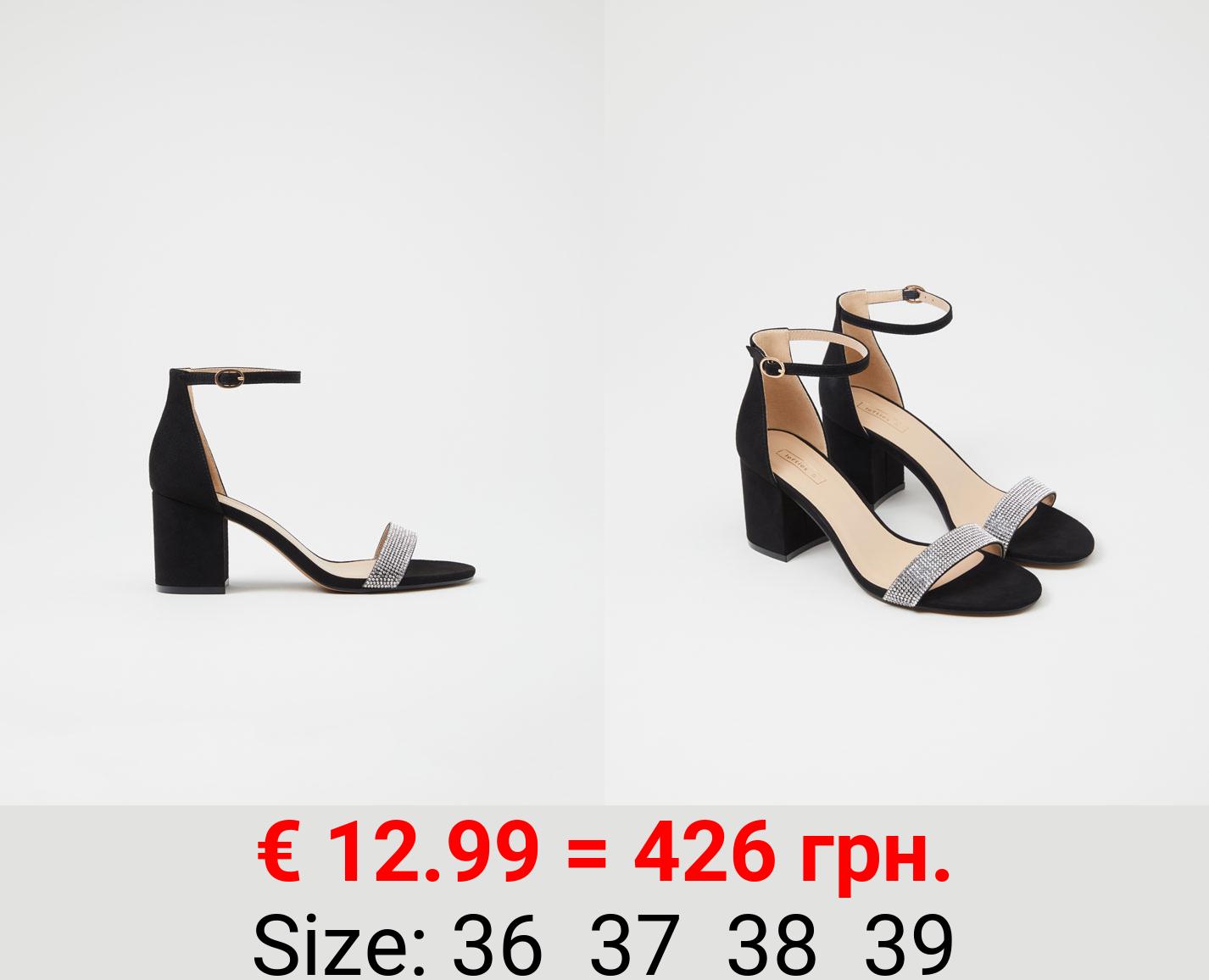 Basic shiny sandals