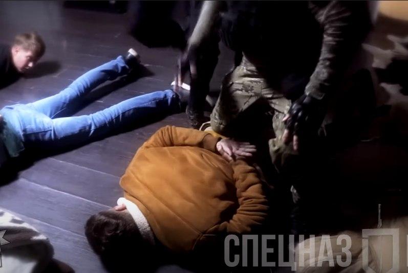 Спецназ в Хабаровске жестко задержал группу людей