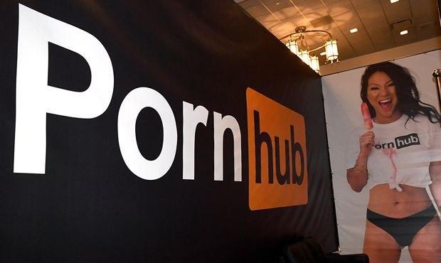 Роскомнадзор предложил разрешить порно через госуслуги